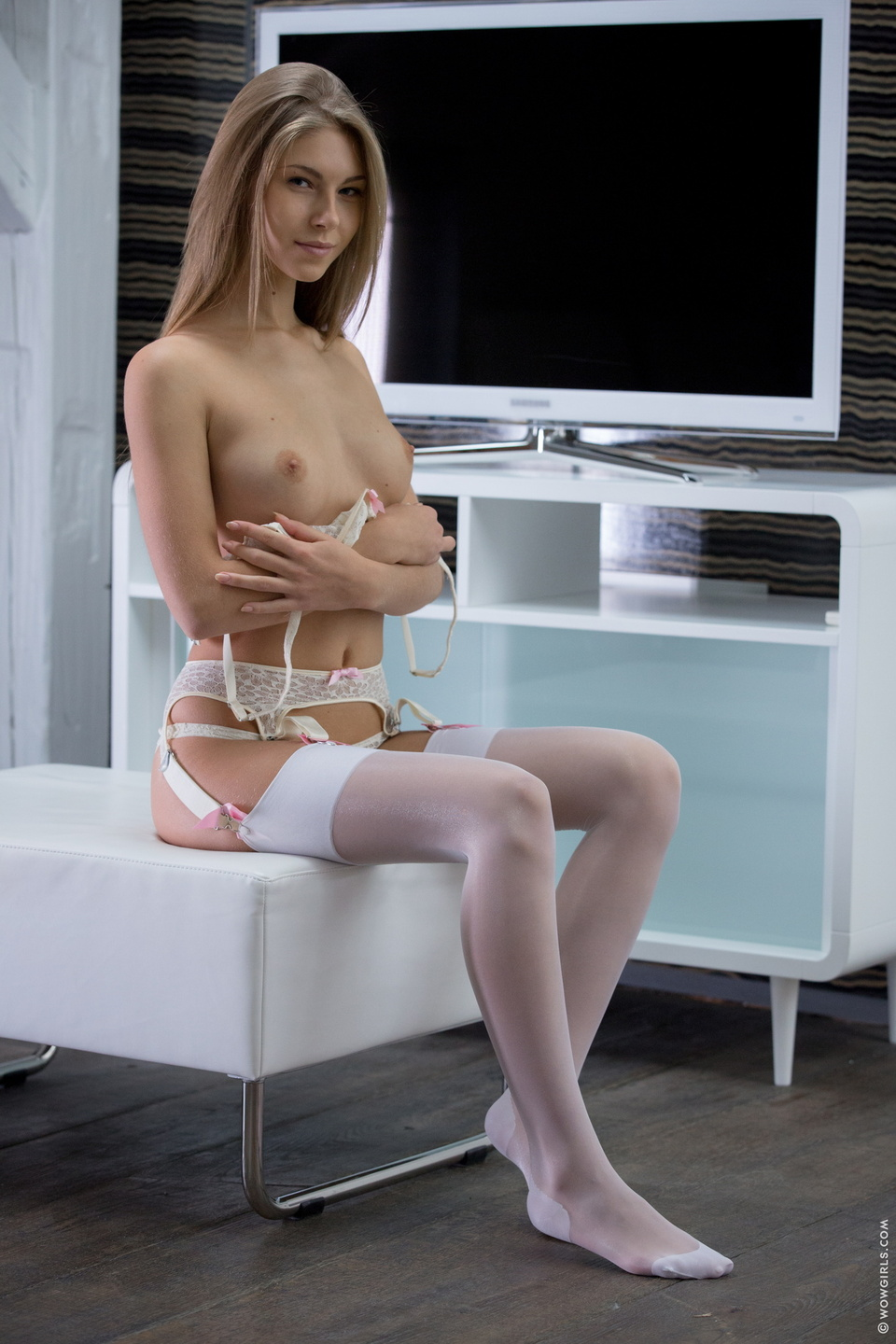 Teen white stockings can not